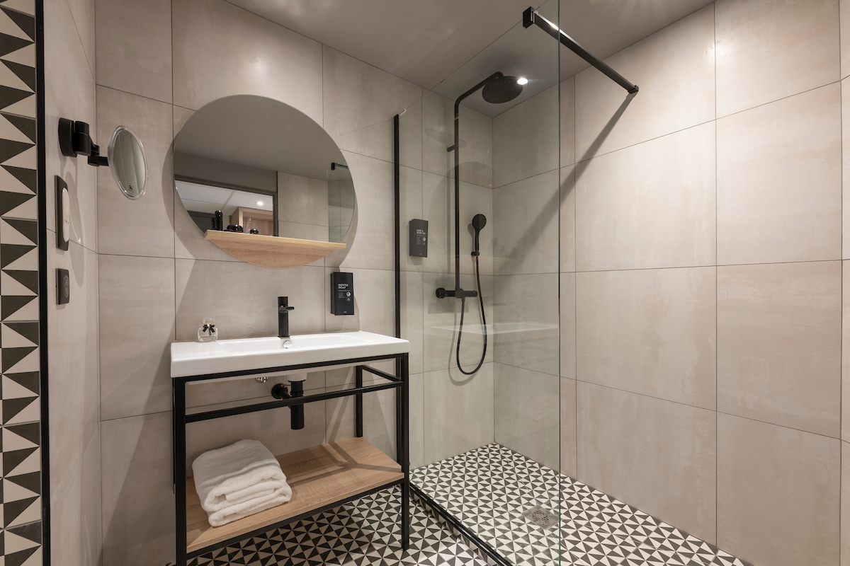 Bathroom for rental apartment Tulip Residences Joinville-le-Pont 94
